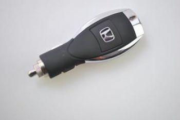 USB автозарядное с логотипом HONDA